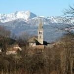 Chorges, entre Gap et Embrun, dont l'église du XIIe siècle accueille des concerts du festival de Chaillol.